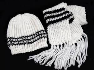zvětšit obrázek - Dívčí souprava čepice + šála bílá s černým proužkem 888758624b
